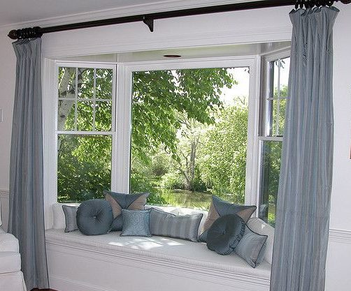 6c31e5b47c3e26fad021579c6d8f6520 bay window seats window curtains e1509650361807 - Styles of Fixed Windows